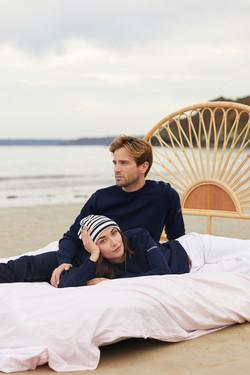 seance photo à la plage pour a l'aise breizh pour la promotion de leur pull de noel