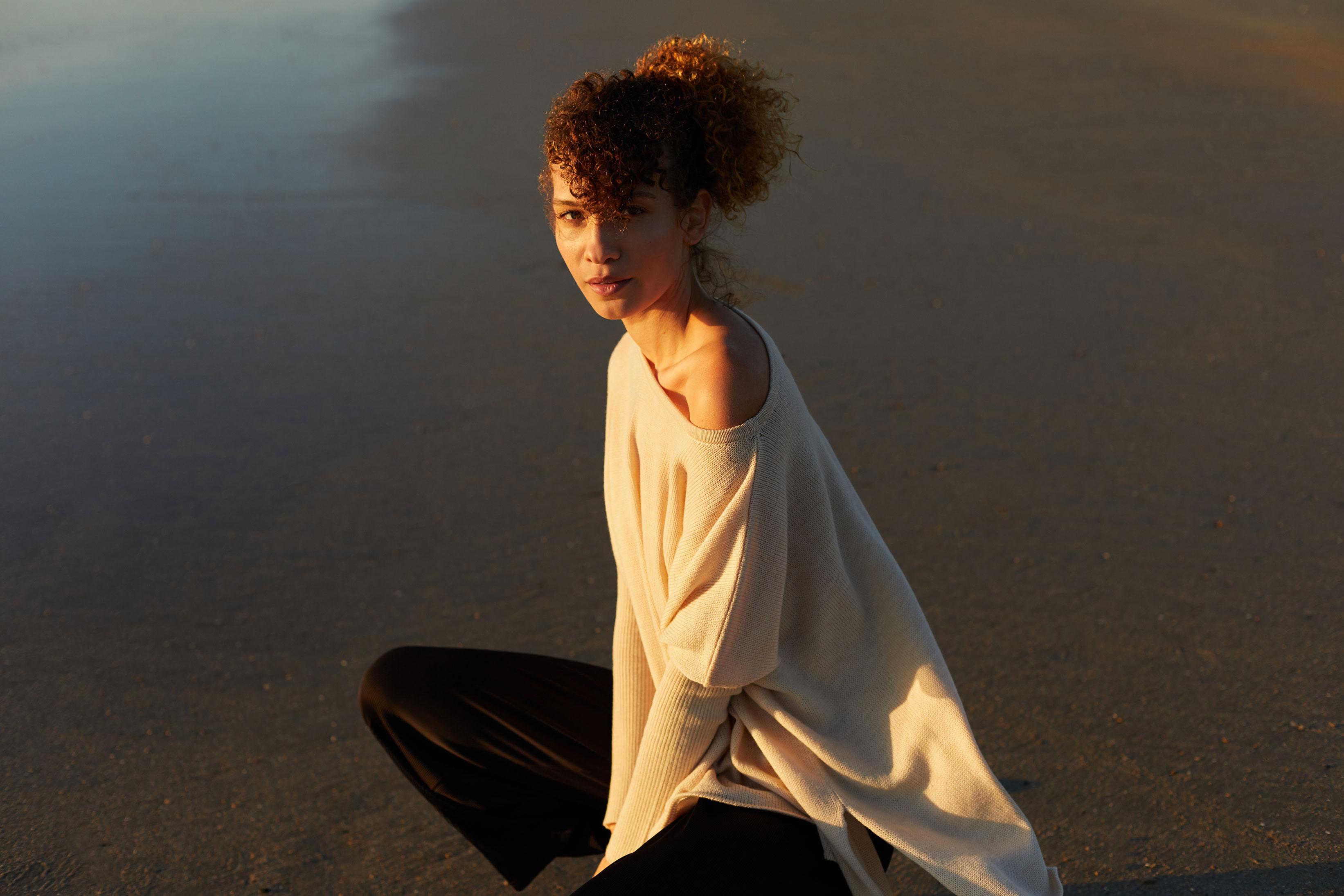 photographe de mode pour campagne publicitaire avec mannequin