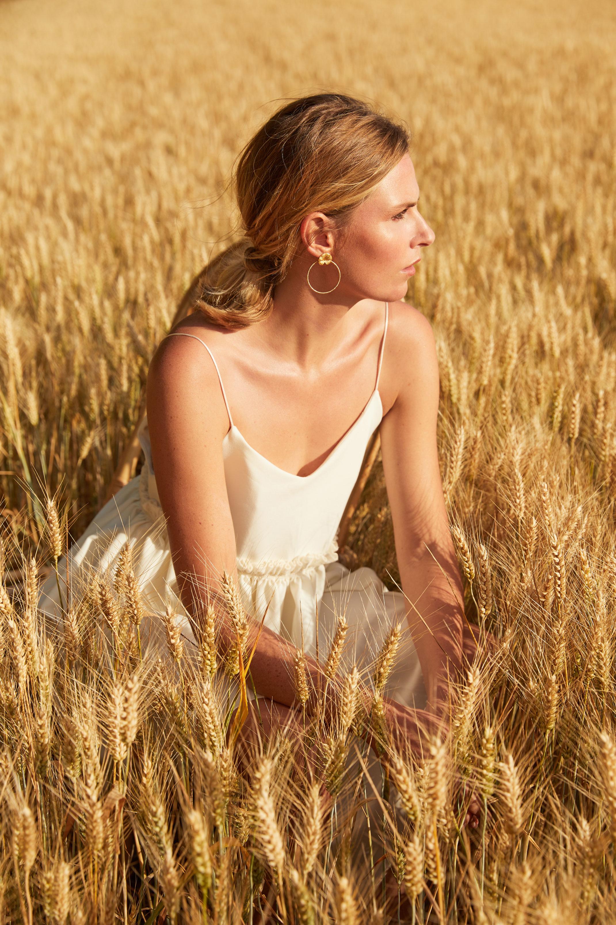 photographe professionnel mode et beauté avec mannequin