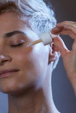 photographe beauté et publicité pour la marque cosmétique Ho Karan à Nantes en studio