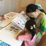 こども英語(幼稚園)クラスではテキストを使い知識を増やしたり、頭の整理をする時間