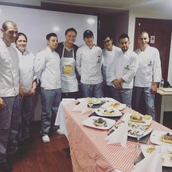 Clase de culinaria con chefs del futuro