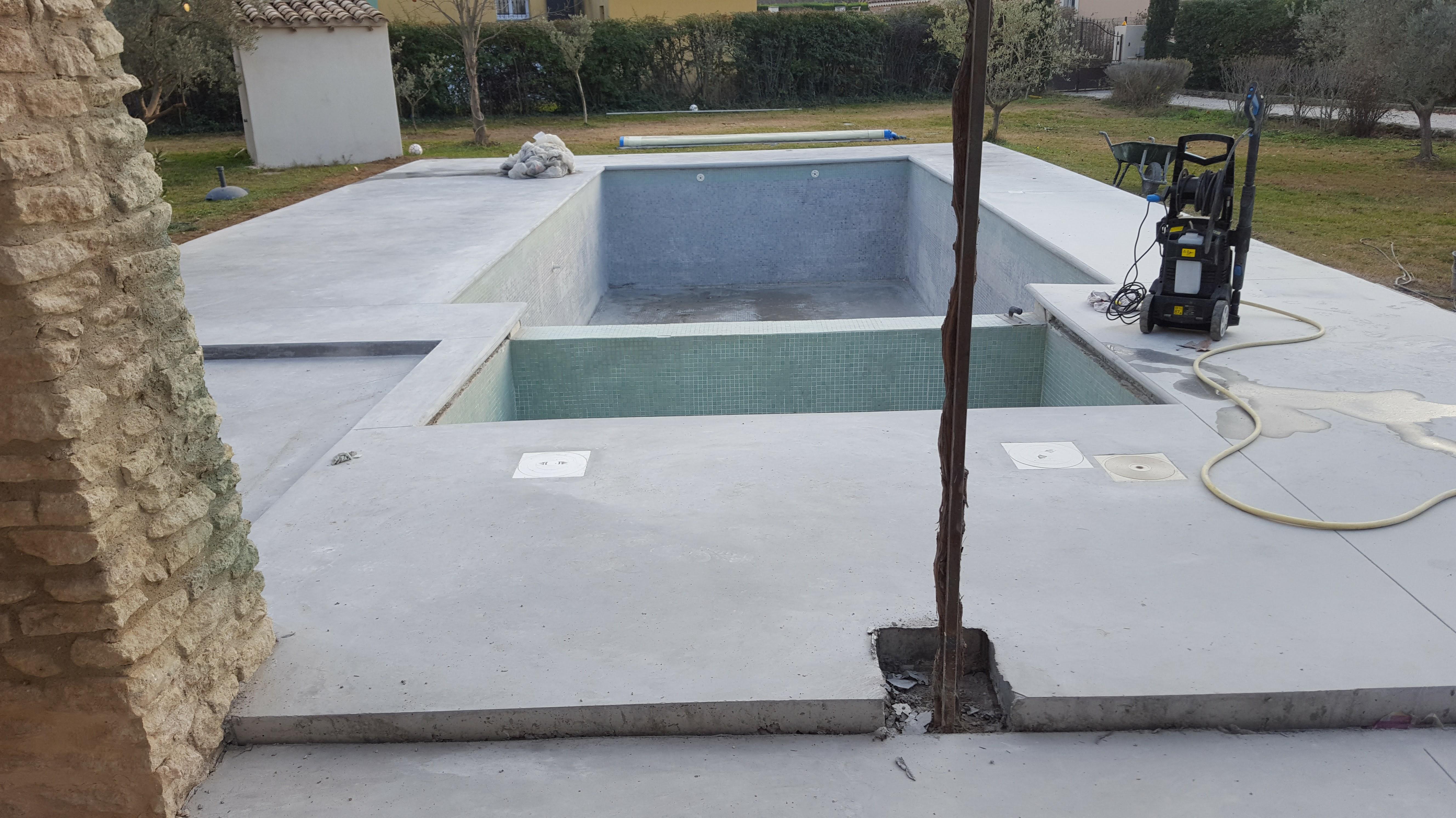 plage piscine margelle béton coulé dans la masse - 4