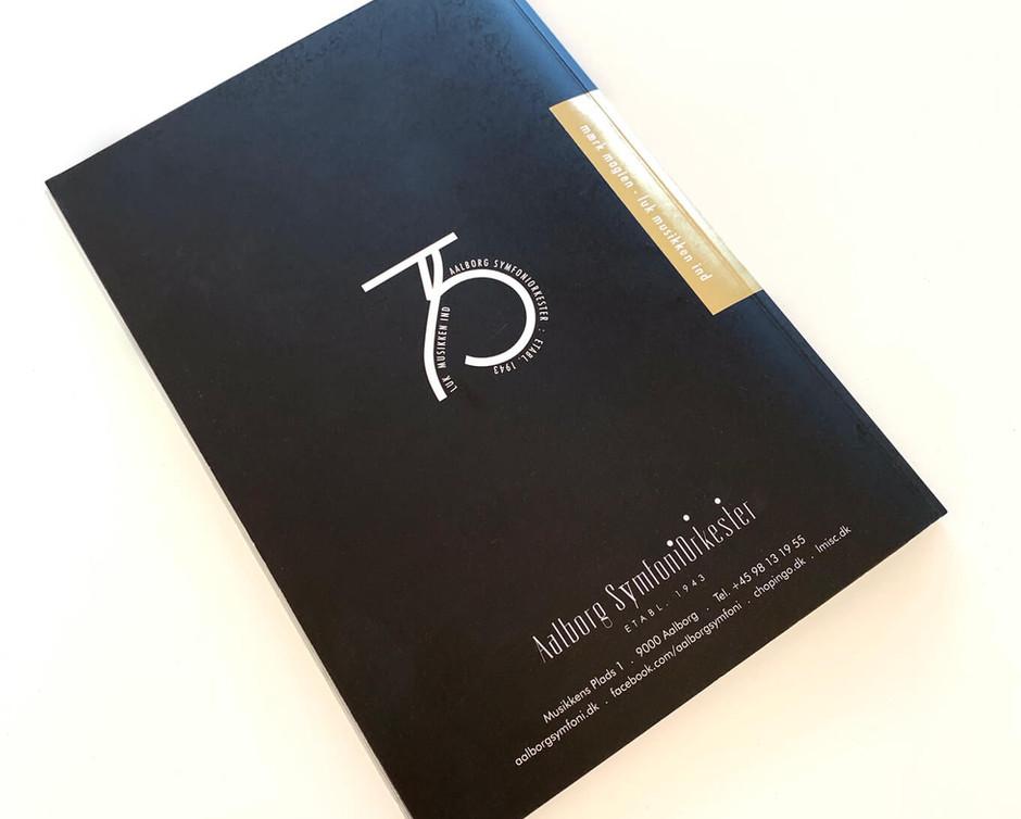 Brochure og 75 års logo