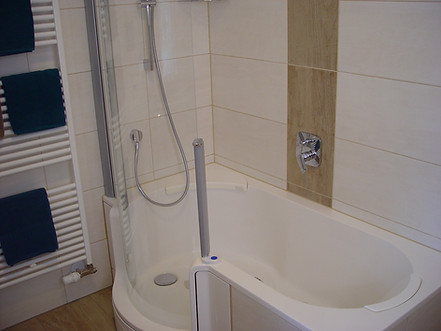 Bad mit Duschwanne