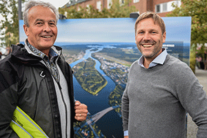 Johan Hammar and CEO of Vakin, Tomas Blomqvist at the inaguration of the outdoor exhibition Our Baltic.