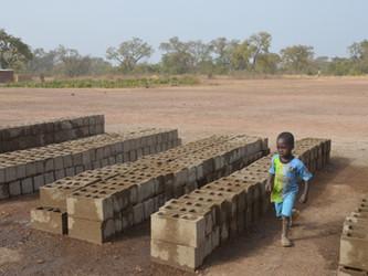 Iniciada la construcción del tercer edificio de la escuela de Kanso