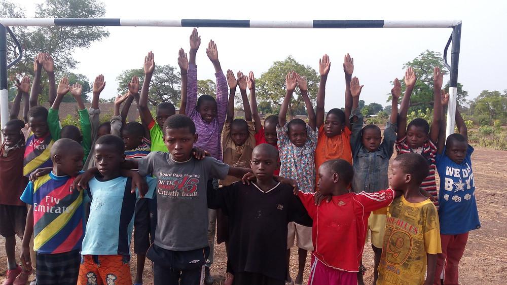 Los niños están muy ilusionados con el nuevo campo de fútbol