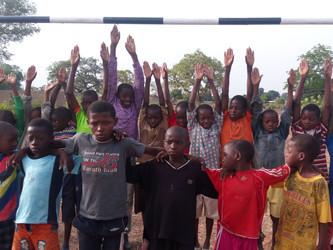 Campo de fútbol y viviendas para los profesores en Kanso