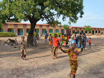 Inaugurado el curso y el segundo edificio de la escuela de Kanso