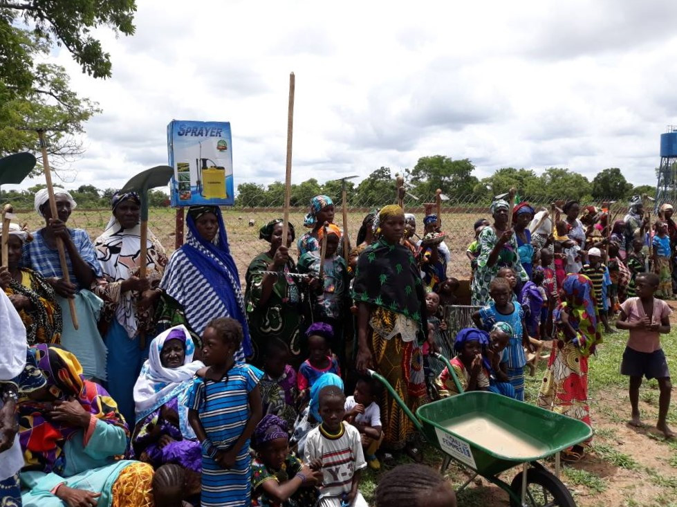 ONU Femmes donó material agrícola a las mujeres de Kanso