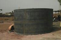 Construyendo el depósito de agua elevado