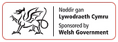 Noddir gan Lywodraeth Cymru_Gwyn.png