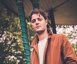 Adloniant | Ar y Sîn gyda Rhys Gwynfor