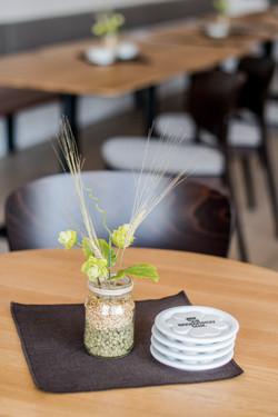 stůl v horním baru