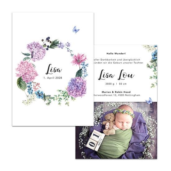 Geburtskarte mit violetten Blumen und Beeren als Kranz