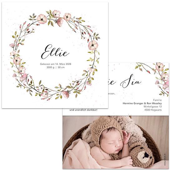 Geburtskarte Babykarte im Cottage Garden Stil mit Kranz aus rosa Blumen Rosen Wildrosen