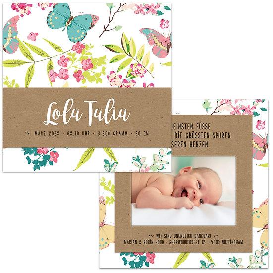 Geburtskarte Babykarte Handlettering auf Kraftpapier sommerliche Schmetterlinge und Blumen