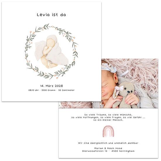 Geburtskarte wasserfarbe baby mit Decke und Kranz in beige und weiss