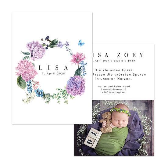 Geburtskarte Babykarte mit lila violettem Blumenkranz mit Hortensien rosa und Schmetterling blau