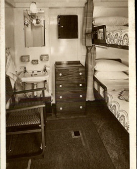 Disembarking from the Queen Mary ocean liner – September 1939