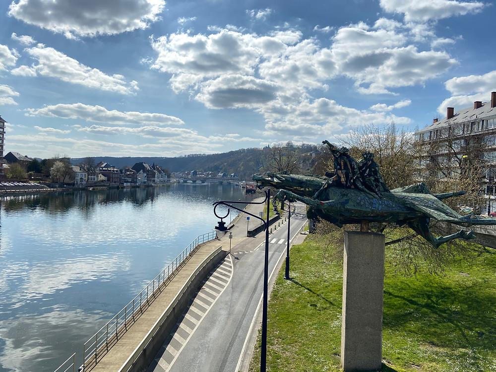 Statue du Cheval Bayard devant la Meuse à Namur