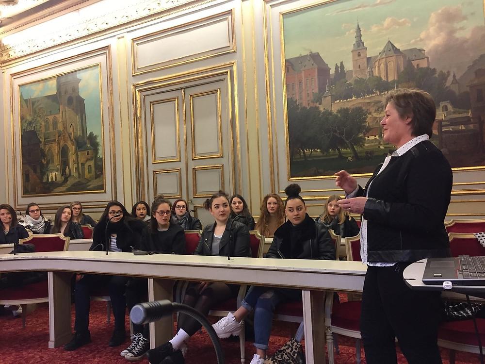 Des élèves de rhétos au palais provincial de Namur