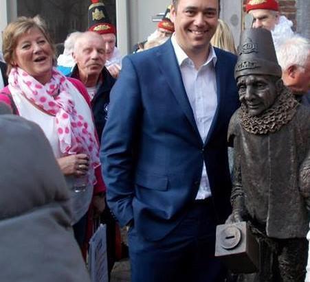 Nouvel hommage au Folklore à Namur : une statue pour nos Molons !