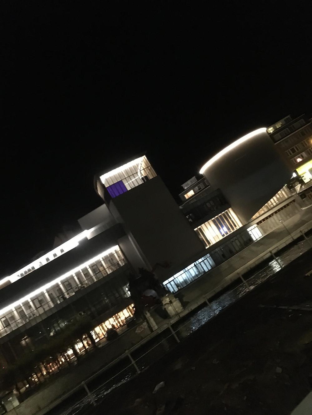 Vue nocturne du Delta - Maison de la Culture de Namur