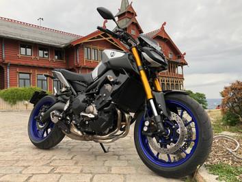 Fun factory - Yamaha MT 09 SP               Hyper naked and just glorious fun