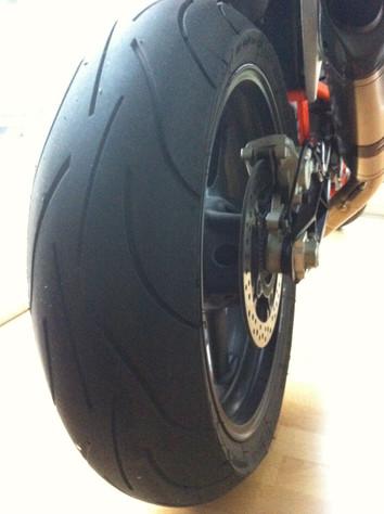 """Bikerdudes ønsker riktig god """"hjul"""""""