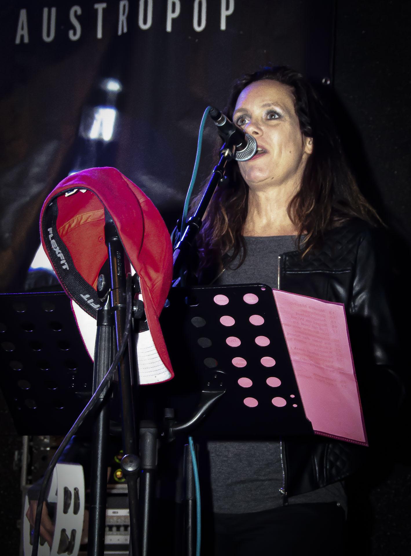 RAPHAEL ROAN & Band live