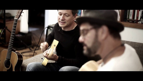 RUSTY STRINGS TRIO - Home sessions - Stuck in the middle with you