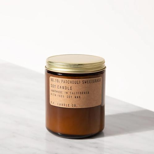 P.F. Candle Co. No. 19 Patchouli-Sweetgrass Standard Duftkerze