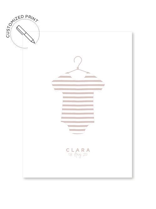 Personalisiertes Custom Poster Print im Moebe Frame Bilderrahmen mit Babybody für Mädchen zur Geburt