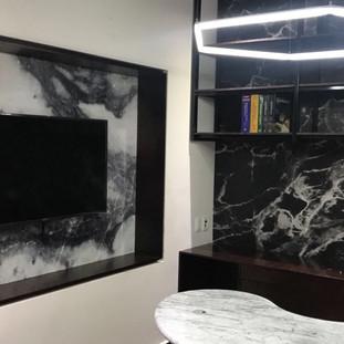 Instalación de fotomurales de fachada de mármol para consultorio médico de cliente (2)