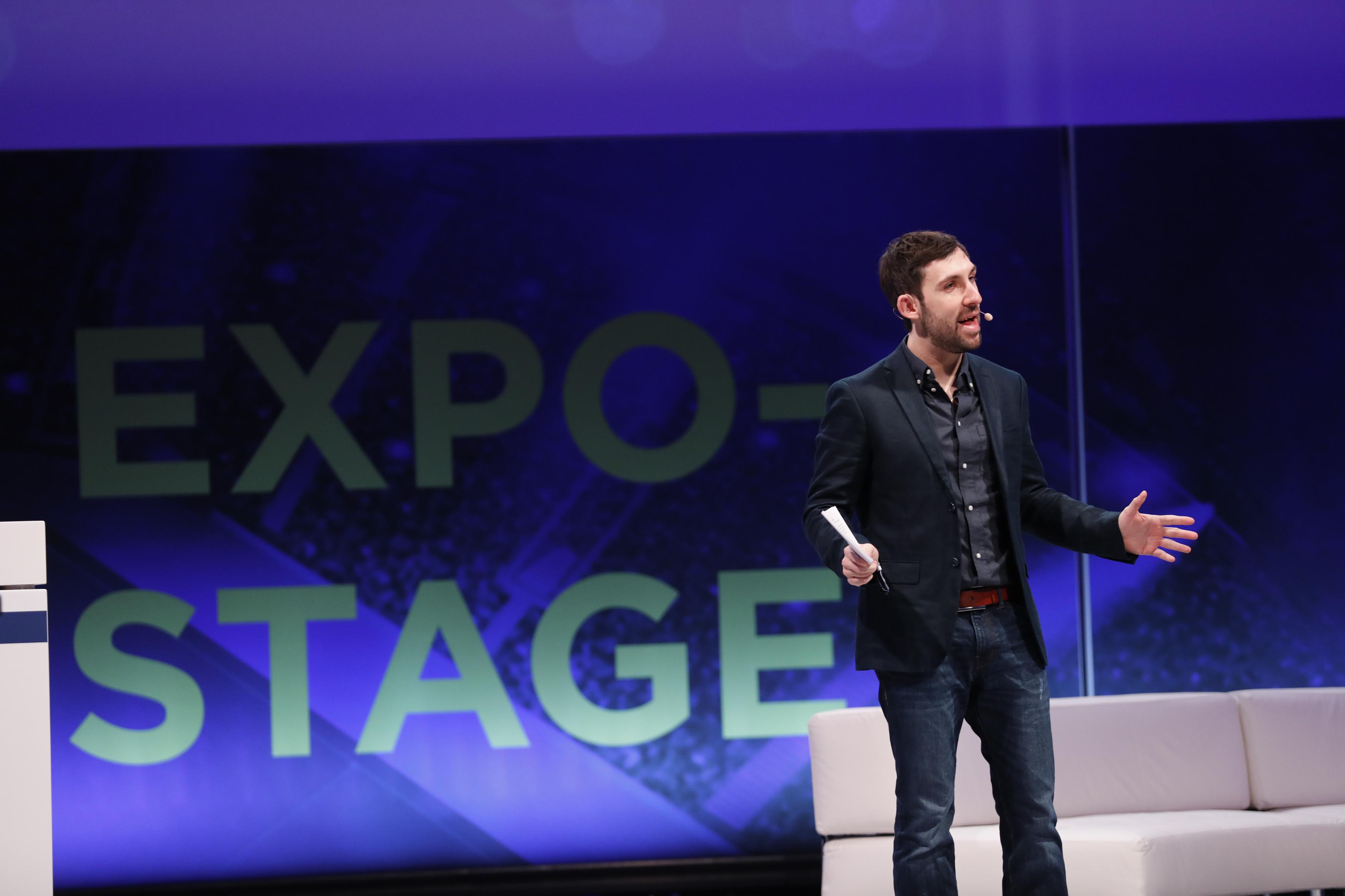 moderator f r event messe podium konni winkler. Black Bedroom Furniture Sets. Home Design Ideas