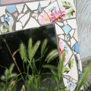zrcadlo s parádním rámem