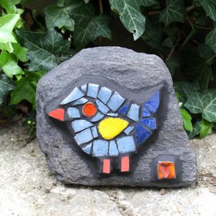 kámen s ptáčkem