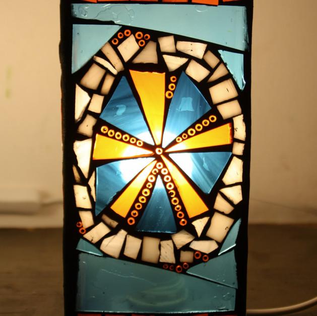 elektrcká lampa s mozaikou