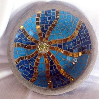 mísa se skleněnou mozaikou