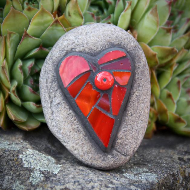 kamínek se skleněnou mozaikou