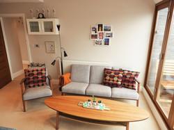 Stue med behagelig møblement