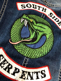 particolare giacca jeans south side serpents