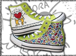 scarpe dipinte con disegni haring