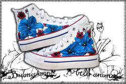 converse bianche dipinte con fiori
