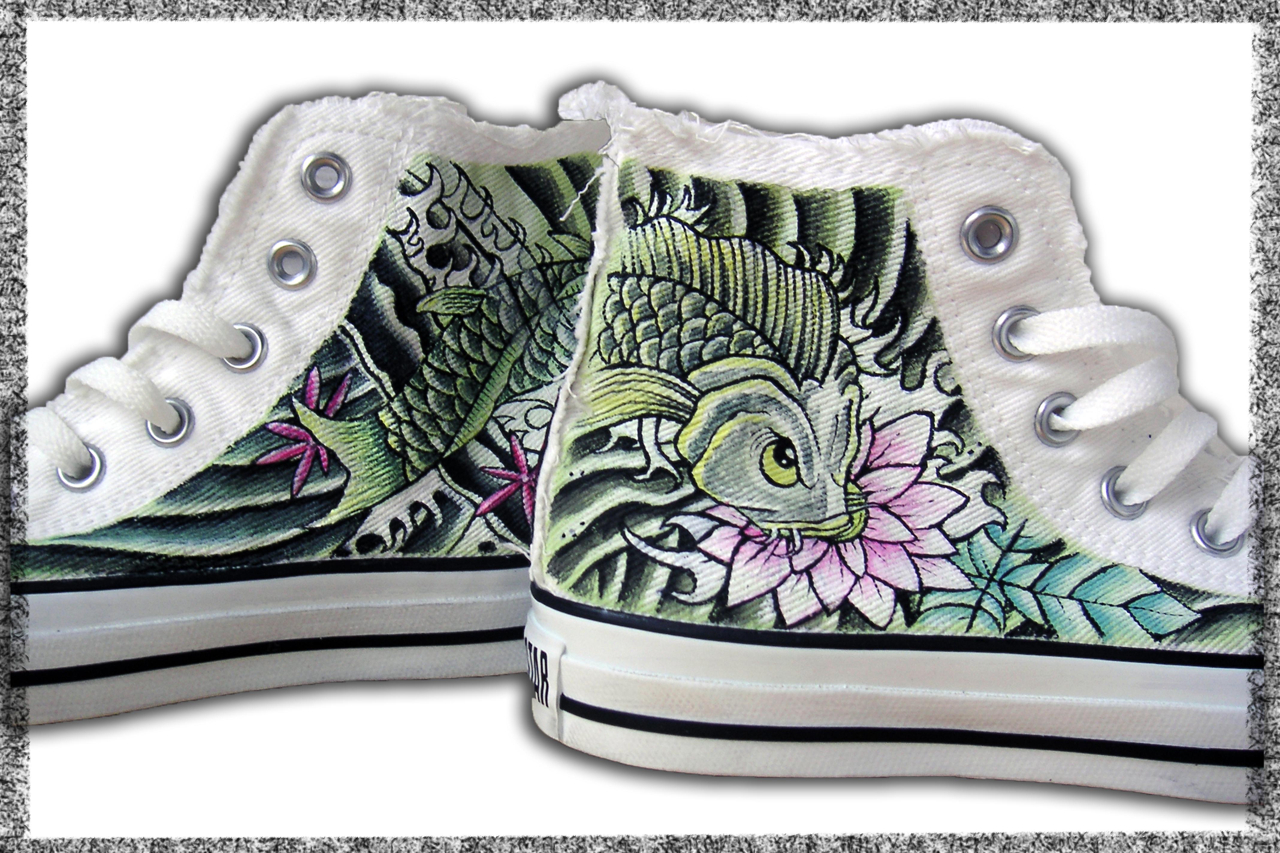 scarpe dipinte con carpa