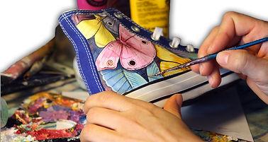 Tante converse all star personalizzate con i tuoi disegni e colori preferiti, queste converse sono dipinte a mano, la grafica raffigura tante ali di farfalle colorate