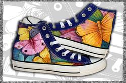 scarpe dipinte con farfalle