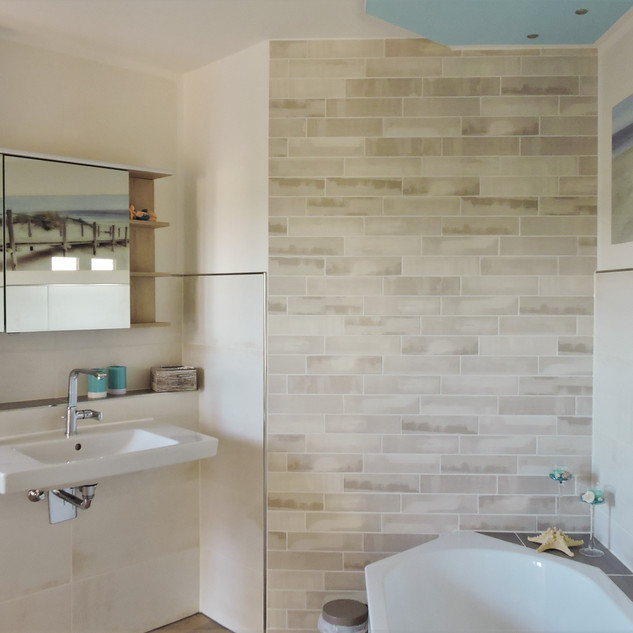 Badezimmer mit Badewanne